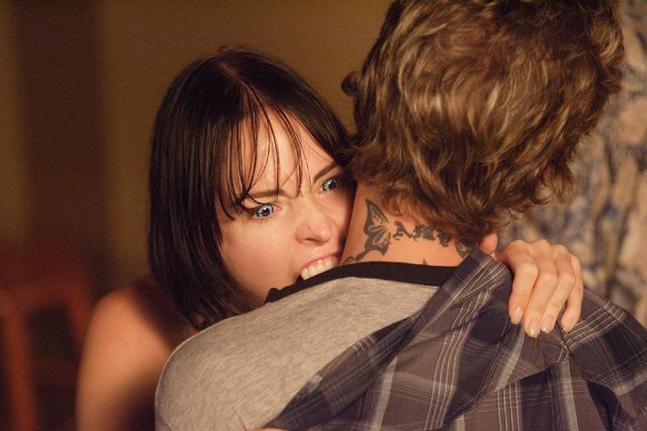 Danika (Erica Cox) kann sich nicht mehr beherrschen und macht sich über Jack (Jason Mewes) her.