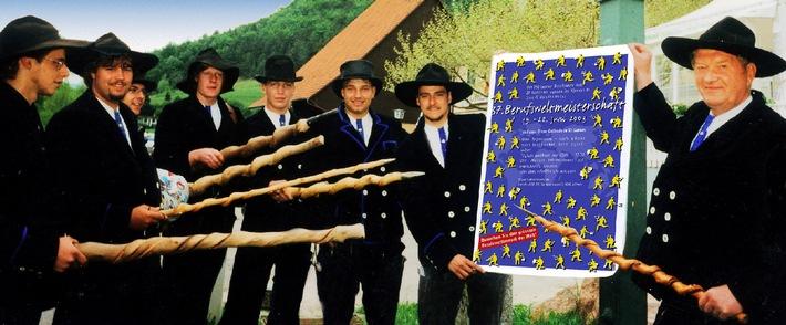 """Wanderburschen-Losungswort 2003: """"Auf nach St.Gallen zur Berufsweltmeisterschaft!"""""""