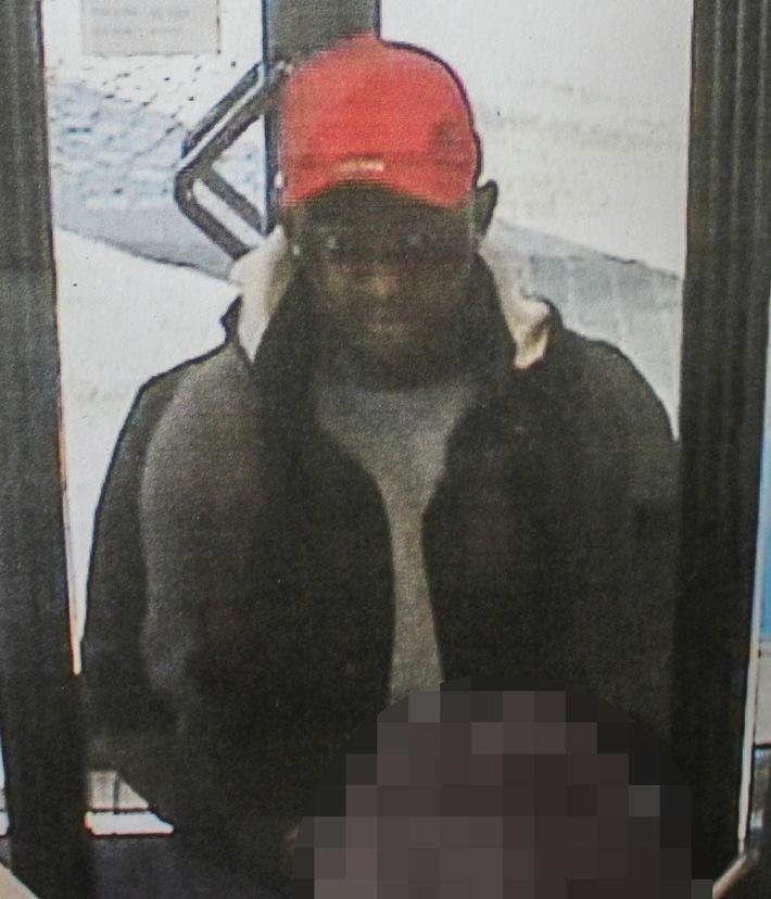 Mit einem fremden Pass hat dieser Mann versucht, Geld von einer Bank in der Bochumer City abzuheben.
