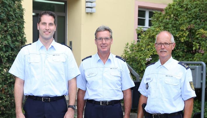 BILDUNTERSCHRIFT (von rechts): Das Bild zeigt den Leiter der Direktion Polizeireviere in Offenburg, Leitenden Polizeidirektor ...