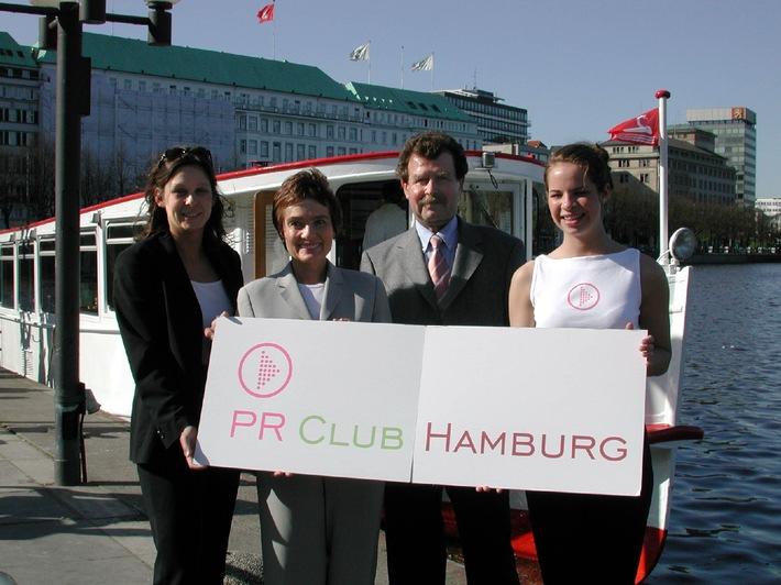 Der Vorstand des PR-Club Hamburg e. V. feierte mit rund 50 Gästen seinen 1. Geburtstag. v. l. n. r.: Susanne Jesche, Schriftführerin; Dagmar Winklhofer-Bülow, 1. Vorsitzende; Heiko Floeter, stellvertretender Vorsitzender; Anna Ötkarge, Promotion-Team des PR-Club Hamburg e. V.