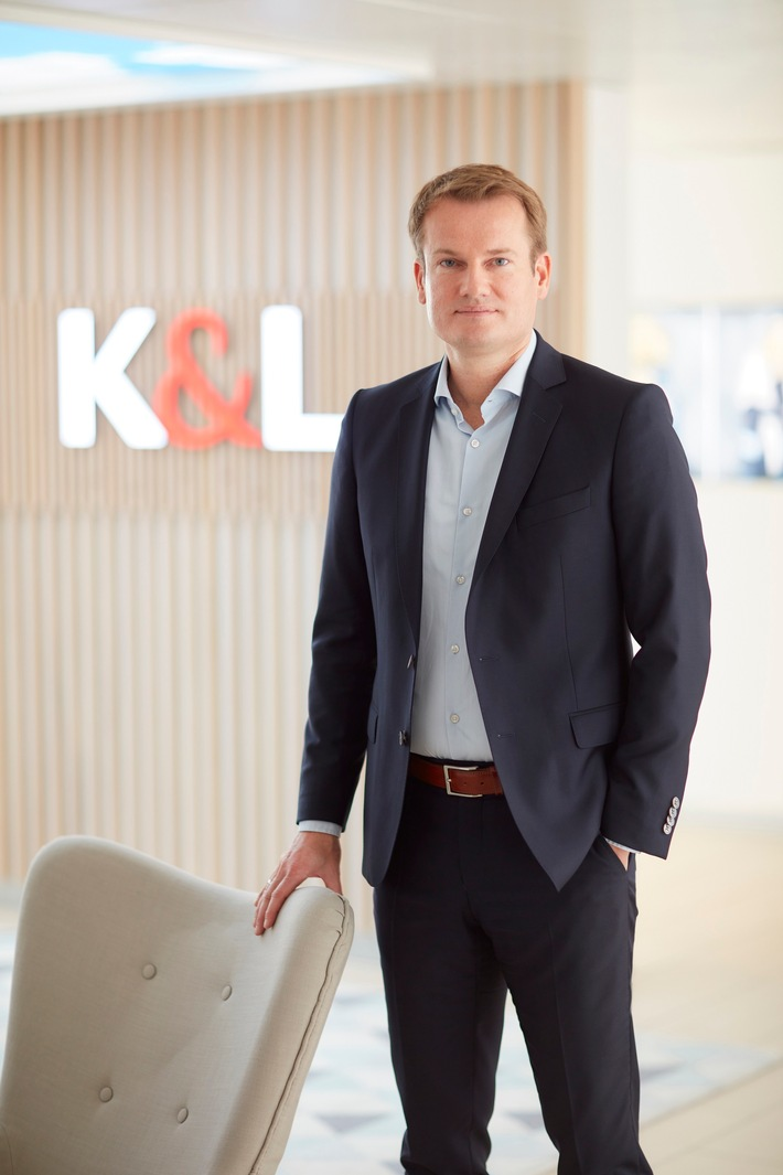 """Die K&L GmbH & Co. Handels-KG (im Folgenden: K&L), mit Hauptsitz in Weilheim, hat beim Amtsgericht Weilheim einen Antrag auf Eröffnung eines Schutzschirmverfahrens nach § 270b Insolvenzordnung (InsO) gestellt. Weiterer Text über ots und www.presseportal.de/nr/132362 / Die Verwendung dieses Bildes ist für redaktionelle Zwecke honorarfrei. Veröffentlichung bitte unter Quellenangabe: """"obs/K&L GmbH & Co. Handels-KG"""""""
