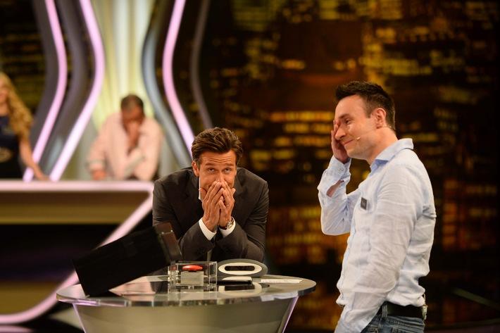 """Es geht um 250.000 Euro: Profi-Pokerspieler Florian weint in SAT.1-Show """"Deal or no Deal"""""""