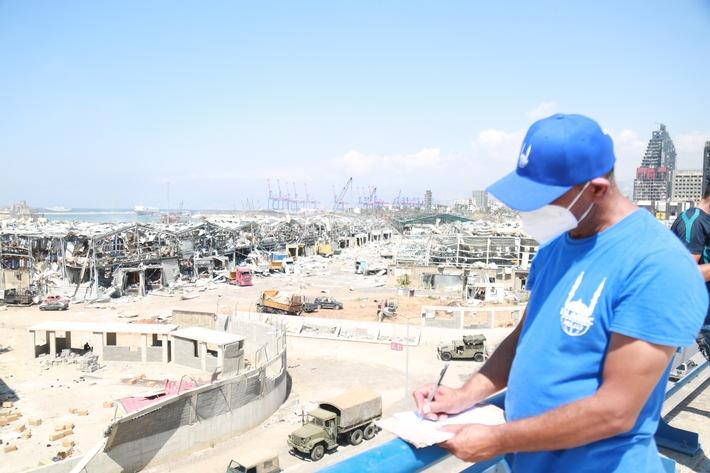 """Ein Helfer von Islamic Relief im Libanon in Hafennähe in Beirut. Weiterer Text über ots und www.presseportal.de/nr/50131 / Die Verwendung dieses Bildes ist für redaktionelle Zwecke honorarfrei. Veröffentlichung bitte unter Quellenangabe: """"obs/Islamic Relief Deutschland e.V."""""""
