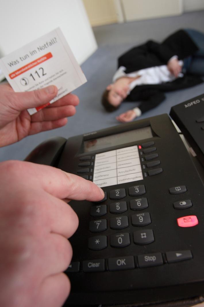 Telefon wählen bei Schlaganfall