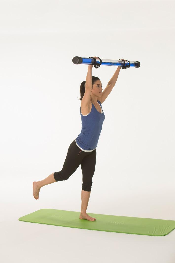 """Eine kräftige Tiefenmuskulatur bildet die Basis für einen gesunden Rücken. Zur Prävention von Rückenschmerzen ist deshalb die Stärkung dieser Muskeln besonders empfehlenswert. Achten Sie beim Training auf Geräte mit dem AGR-Gütesiegel. Weiterer Text über ots und www.presseportal.de/nr/104263 / Die Verwendung dieses Bildes ist für redaktionelle Zwecke honorarfrei. Veröffentlichung bitte unter Quellenangabe: """"obs/Aktion Gesunder Rücken e. V./AGR / R&P"""""""