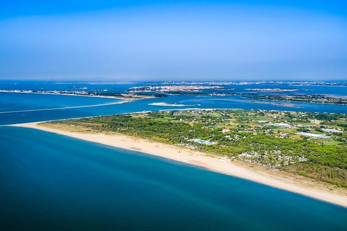 ADAC Campingführer: Die zehn überraschendsten Fakten zum Camping-Urlaub - Zweitwohnungssteuer, 240.000 qm Strand und 19 Sanitärgebäude