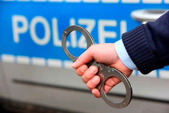 POL-REK: Festnahmen nach Raub - Pulheim