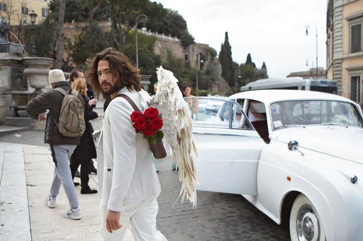Via Livestream rote Rosen zum Valentinstag verschenken / Command Cupid: Liebe auf den ersten digitalen Blick
