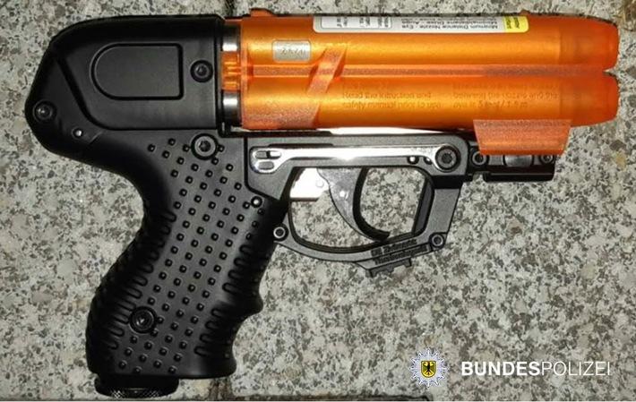 BPOLD-B: Mit Anscheinswaffe bedroht