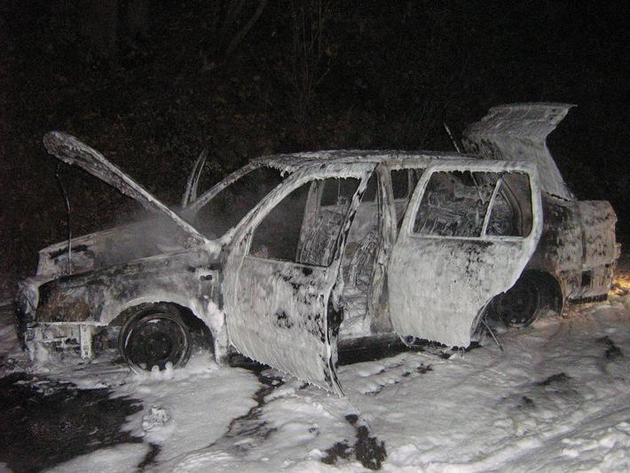 POL-DA: Gorxheimertal: Fahrer rettete sich aus brennendem Auto / 22 Feuerwehrleute im Einsatz / Technischer Defekt
