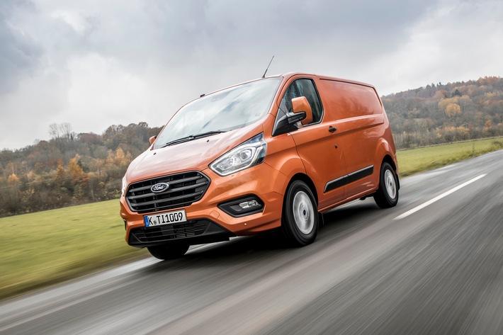 """Ford hat 2018 seine Erfolgsgeschichte im deutschen Nutzfahrzeug-Markt mit Rekorden fortgesetzt: Das Kraftfahrt-Bundesamt KBA vermeldet für das zurückliegende Jahr 68.375 neu zugelassene Ford-Nutzfahrzeuge, das sind 6.412 Einheiten mehr als der bisherige Bestwert von 2017 und entsprechen einem Marktanteil von 12,8 Prozent (2017: 12,1 Prozent). Ford ist damit der drittstärkste Anbieter leichter Nutzfahrzeuge im Inland. Mit dem gleichen Schwung ist das Unternehmen auch in das neue Jahr gestartet: Im Januar 2019 steigerte Ford seinen Nutzfahrzeug-Marktanteil in Deutschland auf 13,6 Prozent - das beste Ergebnis in der bisherigen Unternehmensgeschichte. Im Vergleich zum Januar 2018 legte Ford mit 5.645 Neuzulassungen um 1.341 Einheiten zu. Als stärkster Wachstumsfaktor erwies sich 2018 der neue Ford Transit Custom (Bild) mit einem Plus von 2.999 Einheiten oder 22,0 Prozent auf 16.650 Neuzulassungen. Weiterer Text über ots und www.presseportal.de/nr/6955 / Die Verwendung dieses Bildes ist für redaktionelle Zwecke honorarfrei. Veröffentlichung bitte unter Quellenangabe: """"obs/Ford-Werke GmbH"""""""