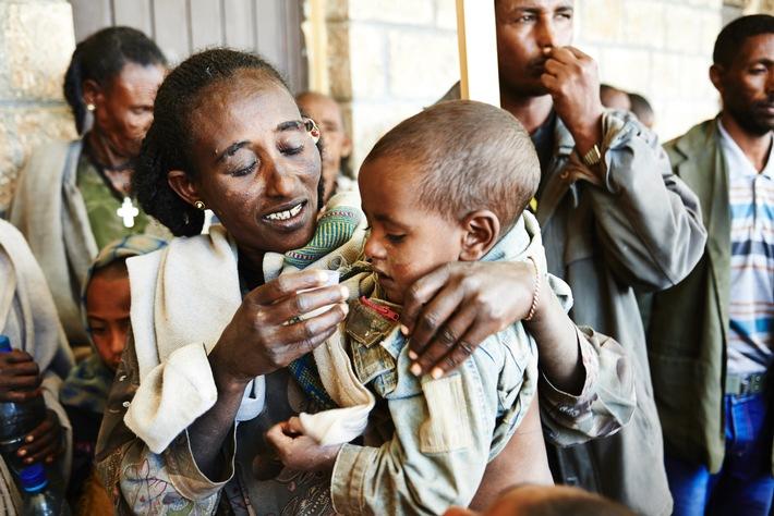 Nahezu 6 Millionen Menschen vor Blindheit durch Trachom bewahrt - BILD