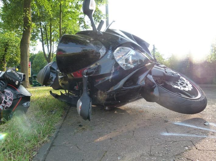 POL-MI: Kradfahrer bei Verkehrsunfall schwer verletzt