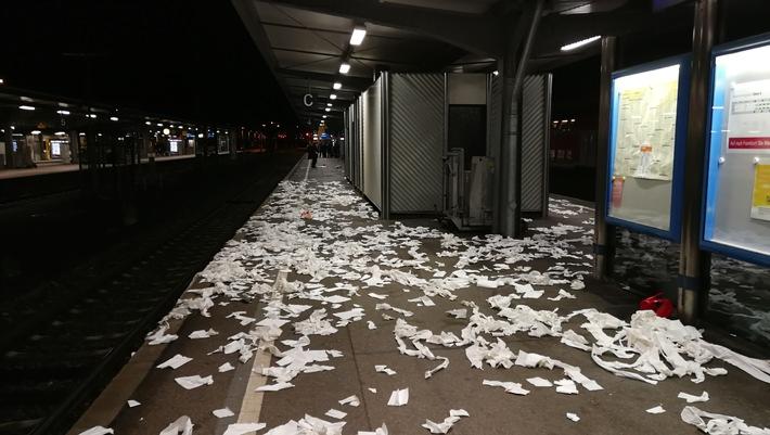Verunreinigungen durch Fußballfans im Bahnhof Offenburg