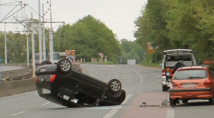 Unfall auf der Universitätsstraße in Bochum