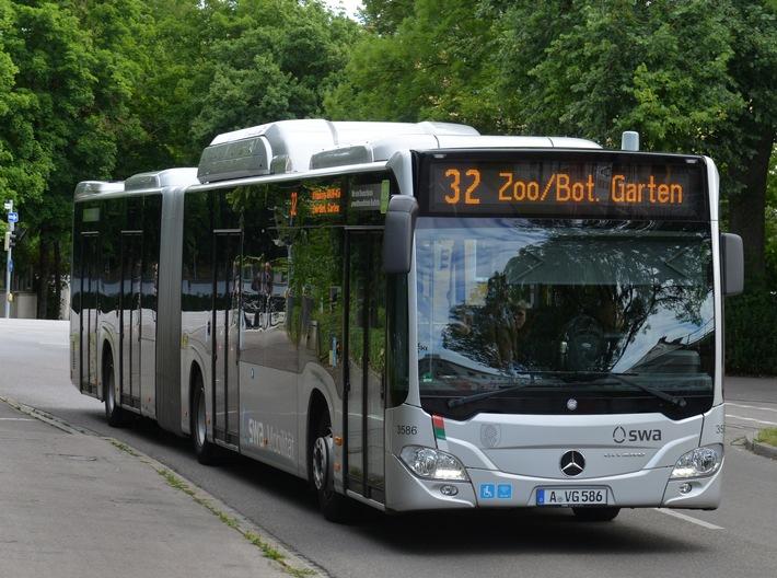 """Emissionsarmer ÖPNV: Gas-Busse gewinnen Vergleichsuntersuchung / Setzen bereits konsequent auf Gasbusse: die Stadtwerke Augsburg. Weiterer Text über ots und www.presseportal.de/nr/112647 / Die Verwendung dieses Bildes ist für redaktionelle Zwecke honorarfrei. Veröffentlichung bitte unter Quellenangabe: """"obs/Zukunft ERDGAS e.V./swa/THOMAS HOSEMANN"""""""