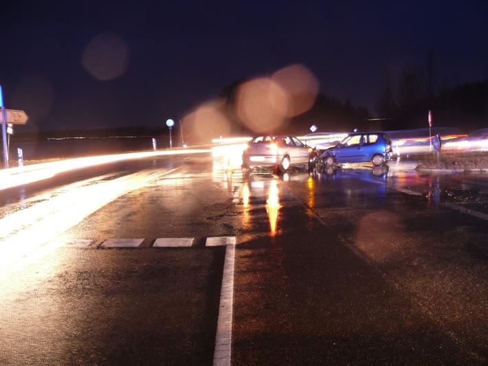 POL-DN: Unfall im Berufsverkehr
