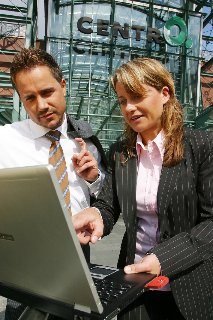 """Vodafone startet im CentrO in Oberhausen einen Test für die schnelle mobile Datenübertragung zum Notebook per HSDPA. Die Verwendung dieses Bildes ist für redaktionelle Zwecke honorarfrei. Abdruck bitte unter Quellenangabe: """"obs/Vodafone D2 GmbH"""" Weiterer Text über ots und www.presseportal.de."""