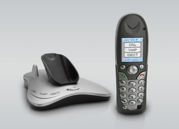 """AVM at CeBIT: Cordless VoIP with AVM's FT 7150 D With the new FT 7150 D AVM presents at CeBIT 2006 the first highly integrated combination of an ADSL modem, a WLAN router, a DECT telephone, and Voice over IP. AVM has integrated all the components necessary for PC and voice communications in a single product with a footprint no bigger than a CD box. The FT 7150 D permits phone calls both over the Internet and over a fixed line, with no need to turn on the computer. With its compact size and elegant silver case, the high-end device is welcome anywhere in the home. Die Verwendung dieses Bildes ist für redaktionelle Zwecke honorarfrei. Abdruck bitte unter Quellenangabe: """"obs/AVM GmbH"""""""
