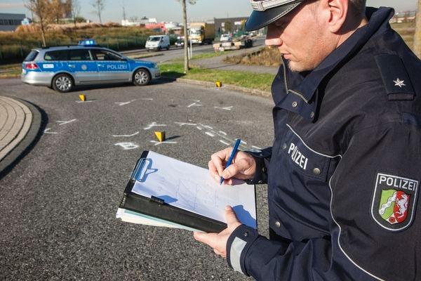 POL-REK: Verkehrsunfall in einem Kreisverkehr - Wesseling