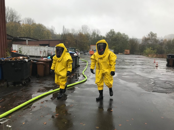 FW-GL: Gefahrstoffaustritt im Stadtteil Moitzfeld von Bergisch Gladbach