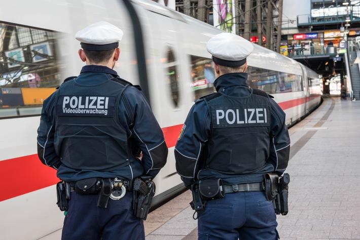 Streife an einem ICE Foto: Bundespolizei