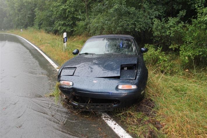 POL-OE: Bei starkem Regen Kontrolle verloren