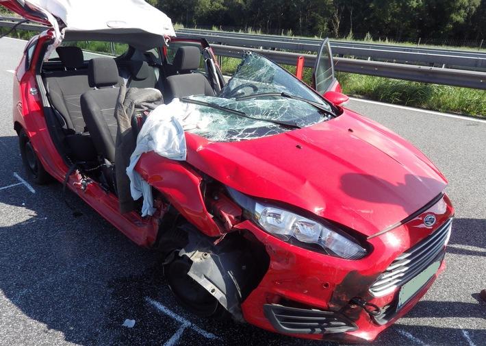 POL-CUX: Vollsperrung nach Unfall auf A 27 - Polizei stellt Smartphone sicher