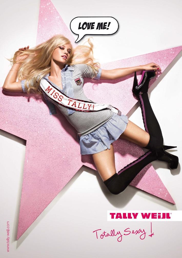 Una modella di fama internazionale presenta la campagna Autunno/Inverno di TALLY WEiJL