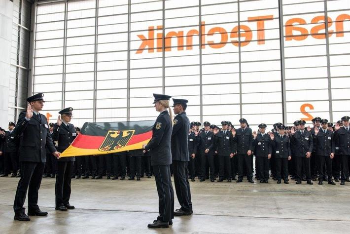 Feierliche Vereidigung von 323 Polizisten in der A380-Wartungshalle der Deutschen Lufthansa am Frankfurter Flughafen
