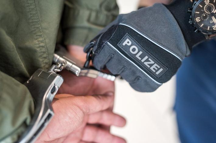 Die Rosenheimer Bundespolizei hat einen Rumänen in eine Justizvollzugsanstalt in München eingeliefert. Dort wartet er auf seine Auslieferung an die französische Justiz.