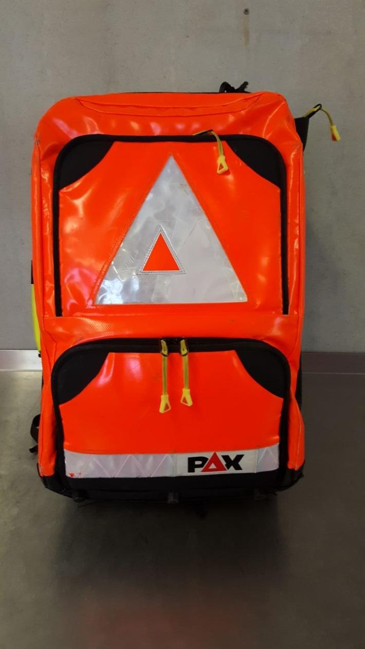 FW-KR: Notfall-Rucksack aus Rettungswagen entwendet