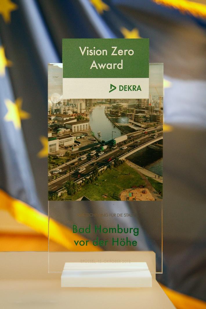"""Für acht Jahre ohne Verkehrstote wurde die Stadt Bad Homburg wurde mit dem DEKRA Vision Zero Award 2018 ausgezeichnet. Weiterer Text über ots und www.presseportal.de/nr/6647 / Die Verwendung dieses Bildes ist für redaktionelle Zwecke honorarfrei. Veröffentlichung bitte unter Quellenangabe: """"obs/DEKRA SE/Alexander Louvet / DEKRA"""""""
