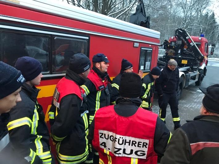 Suchmannschaften setzen ihre Suche fort (Foto: Kreisfeuerwehr Hameln-Pyrmont)