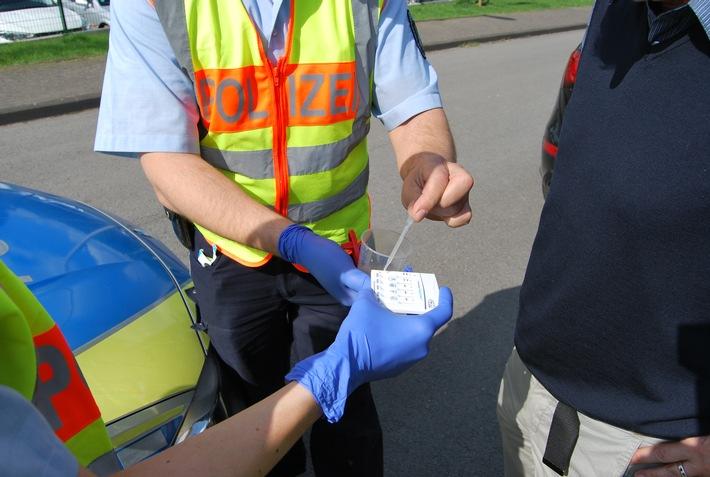 Das Bild zeigt einen Drogen-Vortest. (Symbolbild: Polizei Rhein-Kreis Neuss)
