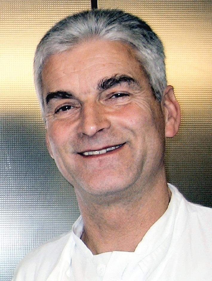 Loki Schmidt bleibt bis auf weiteres in der Asklepios Klinik / Behandelnder Arzt ist Prof. Dr. Christoph Eggers