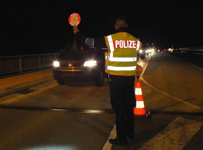 Die Bundespolizei hat nahe Oberaudorf zwei mutmaßliche Schleuser festgenommen. Die beiden Männer waren mit einer vierköpfigen Familie unterwegs.