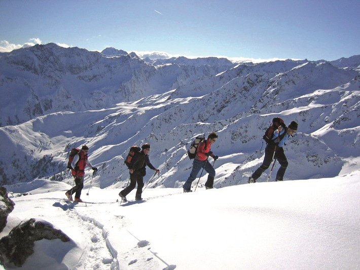 Skitouren erfreuen sich immer größerer Beliebtheit. Dem Thema Sicherheit widmet man sich im Skitourenparadies Sellraintal nahe Innsbruck in besonderen Maß.