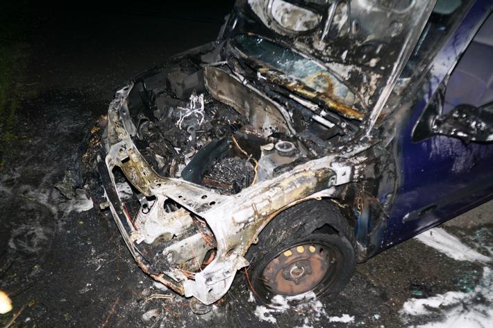 POL-WOB: Renault Clio geriet in Brand - Polizei sucht Zeugen