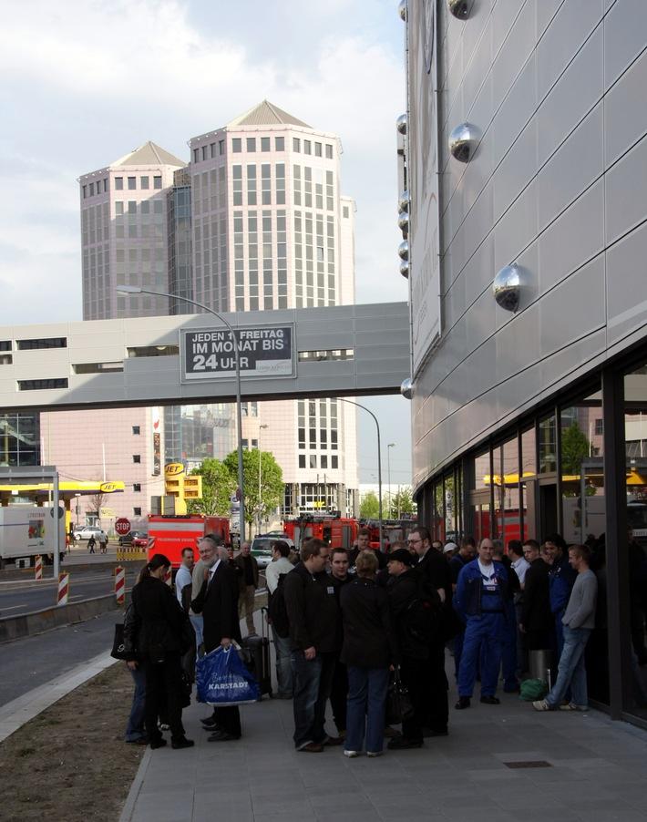 FW-E: Brandrauch im Einkaufszentrum am Limbecker Platz