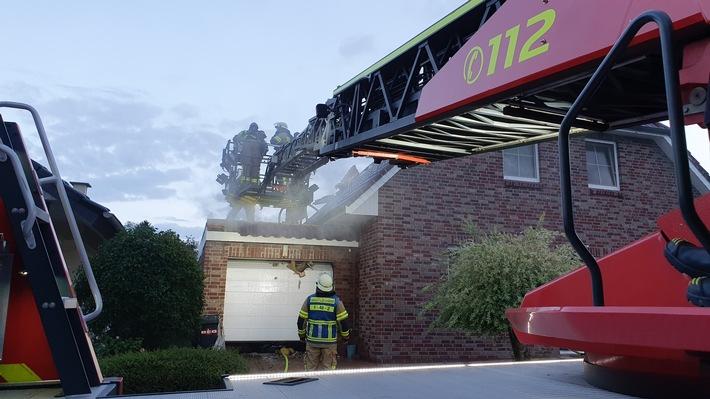 FW Bremerhaven: Dachstuhlbrand eines Einfamilienhauses