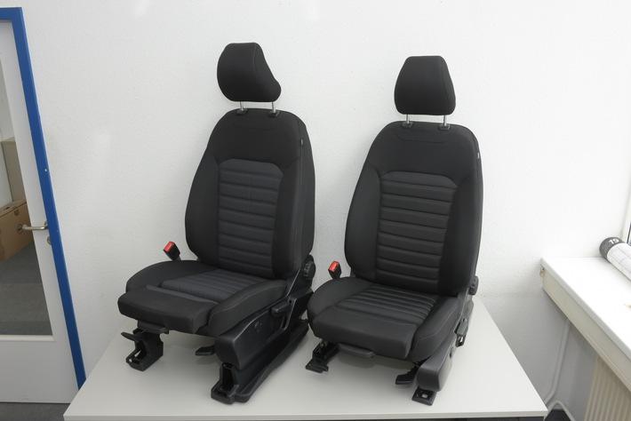 """Ford wertet die drei Baureihen Mondeo, S-MAX und Galaxy weiter auf: Ab September (Ford S-MAX und Ford Galaxy) beziehungsweise ab Oktober (Ford Mondeo) sind für Fahrer und Beifahrer dieser Modelle rückenfreundliche Ergonomie-Sitze lieferbar. Sie sind auch für die aktuelle Generation des Ford Focus verfügbar und lassen sich jeweils 18-fach einstellen - was sich für die vorne Sitzenden insbesondere auf längeren Strecken so positiv auswirkt, dass die """"Aktion Gesunder Rücken"""" (AGR e.V.) den neuen Ergonomie-Vordersitzen von Ford ihr prestigeträchtiges AGR-Gütesiegel """"Geprüft & empfohlen"""" verliehen hat. Weiterer Text über ots und www.presseportal.de/nr/6955 / Die Verwendung dieses Bildes ist für redaktionelle Zwecke honorarfrei. Veröffentlichung bitte unter Quellenangabe: """"obs/Ford-Werke GmbH"""""""