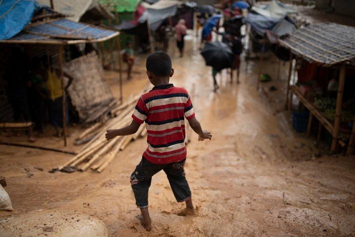 Mit der Monsun-Zeit steigen auch die Gefahren für Kinder.   © UNICEF/UN0205665/Sokol