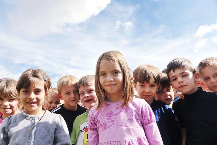 """SOS-Kinderdorf fordert: Kinderrechte gehören auch ins Grundgesetz. Weiterer Text über ots und www.presseportal.de/nr/12506 / Die Verwendung dieses Bildes ist für redaktionelle Zwecke honorarfrei. Veröffentlichung bitte unter Quellenangabe: """"obs/SOS-Kinderdorf e.V./© 123rf / photo: dotshock"""""""