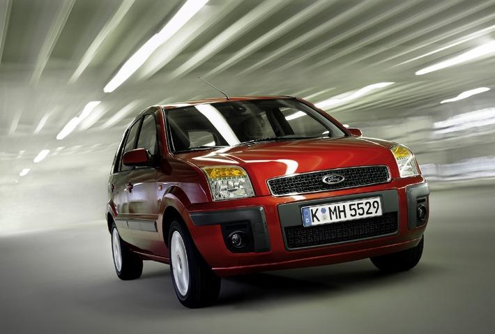 Ein kraftvollerer Auftritt kennzeichnet die juengste Generation des Ford Fusion. Besonders markant in der deutlich ...