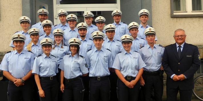 Junge Studierende beginnen ihr erstes Praktikum bei der Kreispolizeibehörde des Oberbergischen Kreises