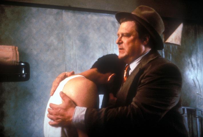 Tröstet seinen Freund Barton (John Turturro): Der stämmige Charlie (John Goodman)