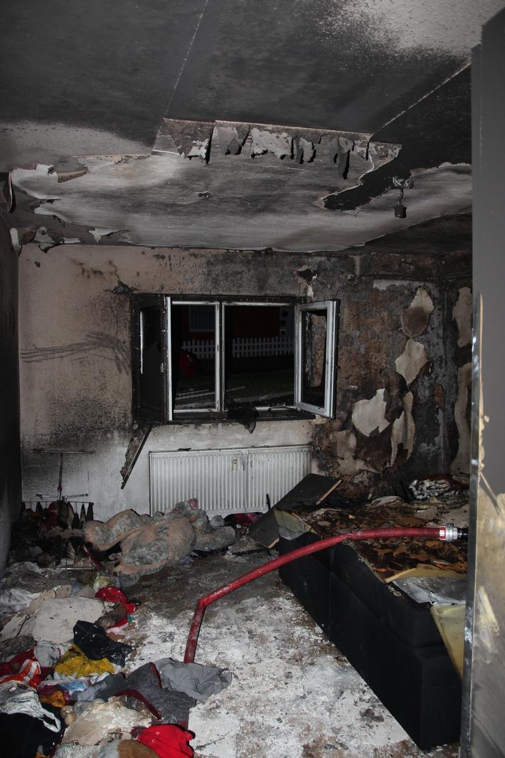 Brand in Mehrfamilienhaus fordert zwei Leichtverletzte