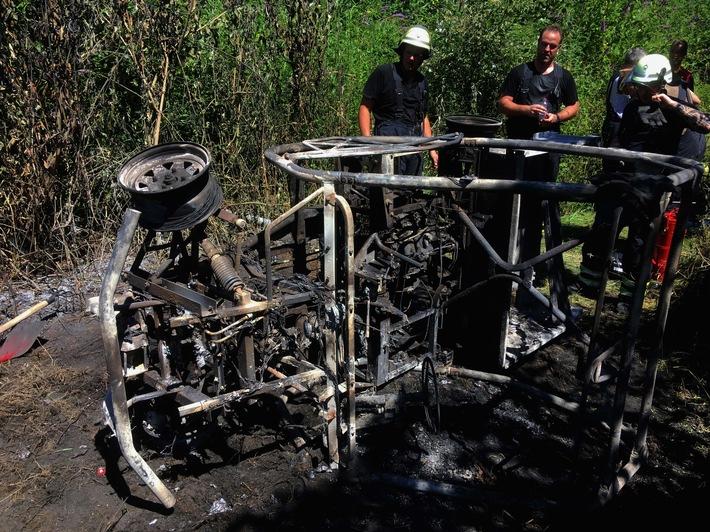 FW-EN: Quad brennt mitten im Wald in voller Ausdehnung - Schwieriger Einsatz im Scheerholz